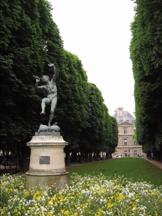 Suitcase diaries tengku zatashah sultan sharafuddin idris - Jardin du luxembourg enfant ...