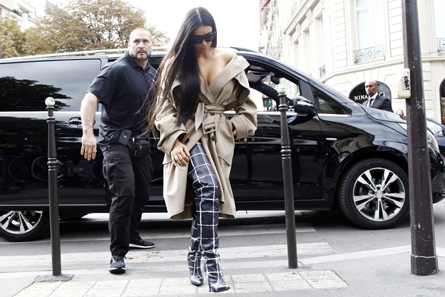 October 2, 2016 - Paris, France - Kim Kardashian and her bodyguard Pascal Duvier seen out and about in Paris before the robbery on October 2, 2016 in Paris. (Credit Image: © Mehdi Taamallah/NurPhoto via ZUMA Press)