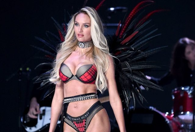 Model Hamil Di Atas Pentas Victoria's Secret Fashion Show