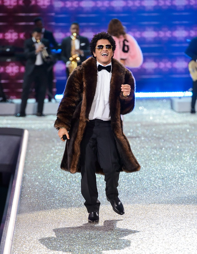 Persembahan Bruno Mars di VS Fashion Show 2016.