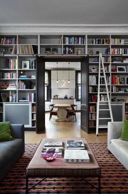 Rak Buku Dibina Memenuhi Panel Dinding Pemisah Di Antara Dua Ruang Gambar Pinterest