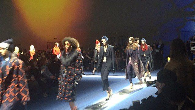 Minggu Fesyen Milan: Bersama Berdiri Menjulang Wanita Perkasa