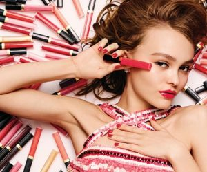 Lily-Rose Depp Membintangi Kempen Rouge Coco Gloss Oleh Chanel