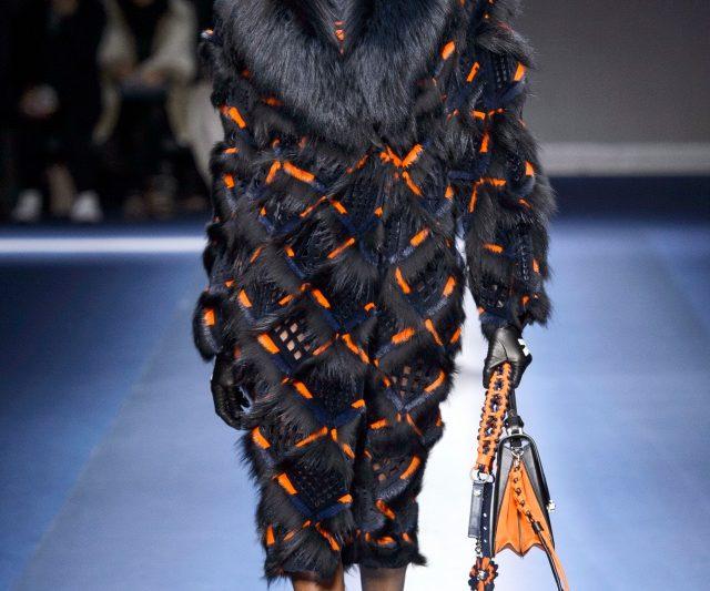 Versace Menyampaikan Mesej Mengenai Women Empowerment Di Minggu Fesyen Milan