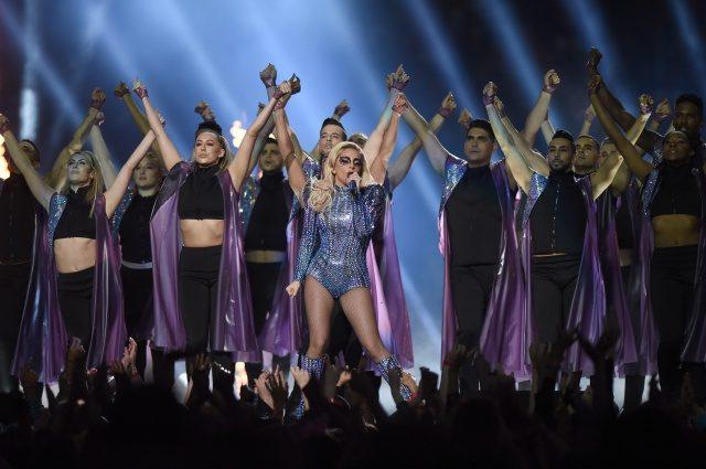 Lady Gaga Membidas Kembali Kritikan Mengenai Badannya