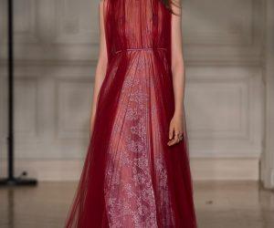 Modern Elegance Membuat Kemunculan Dalam Koleksi Valentino