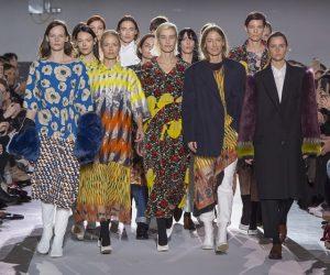 Pertunjukan Ke-100 Dries Van Noten Penuh Nostalgik di Paris Fashion Week