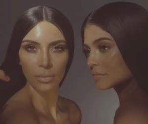 Kylie Jenner Mengumumkan Kolaborasi Kim Kardashian West x Kylie Cosmetics