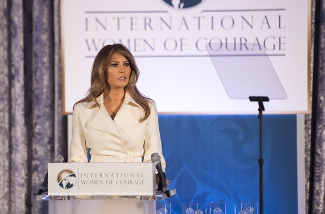 Melania Trump Dibayar Pampasan Dan Menerima Permohonan Maaf
