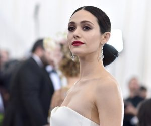 Emmy Rossum Diberi Layanan Seksis Oleh Seorang Pengarah Hollywood