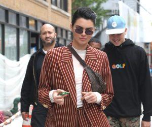 Peminat Kendall Jenner Berpaling Tadah Hanya Dengan Satu Thread