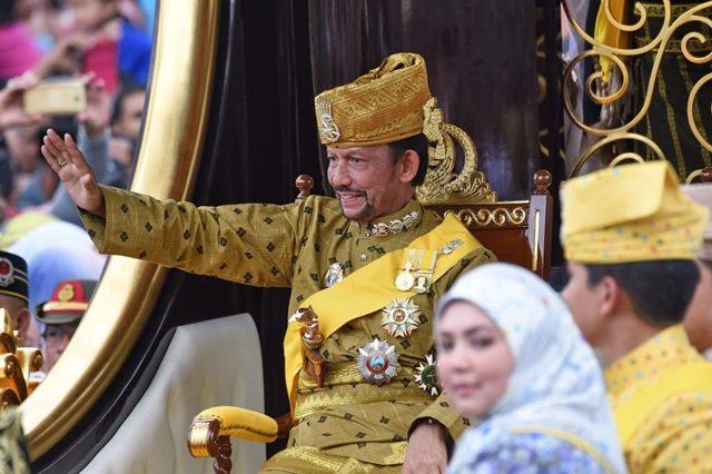 Top 10 Monarki Paling Kaya Dunia