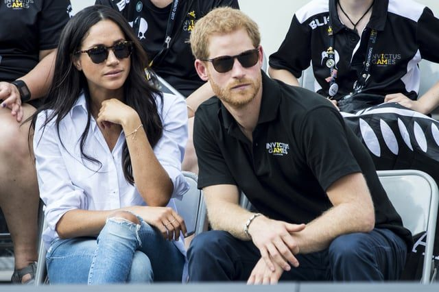 Meghan Markle dan Putera Harry Are Officially Engaged!