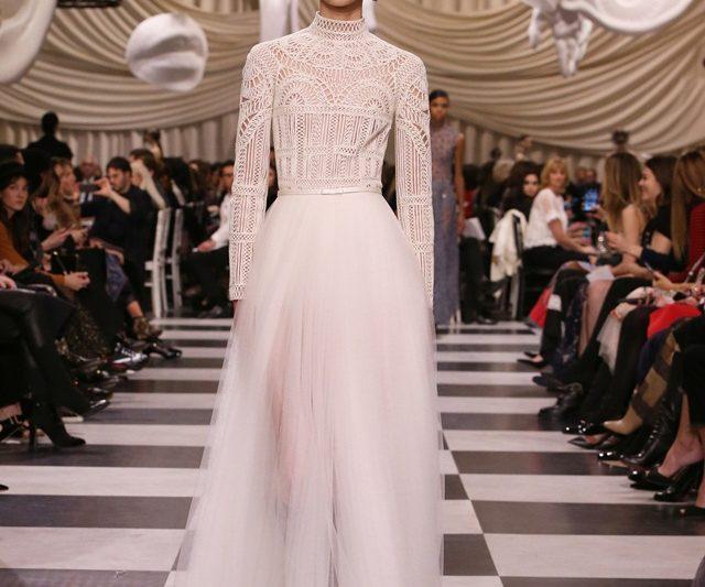 Dior Membangkitkan Semangat Keganjilan Surrealist