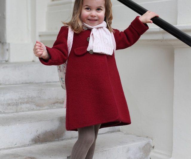 Foto Rasmi Hari Pertama Puteri Charlotte Di Sekolah Membuatkan Orang Ramai Cair