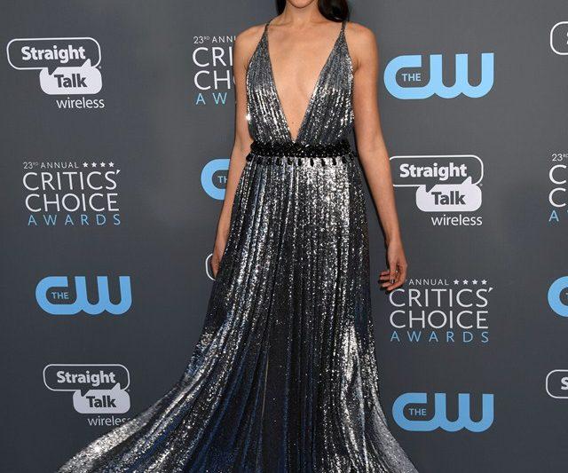 Stail Selebriti Atas Karpet Biru 23rd Critic's Choice Awards