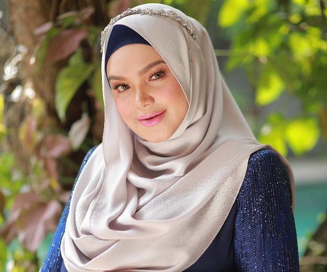 Datuk Seri Siti Nurhaliza Menimang Cahaya Mata Sulungnya Selepas 12 Tahun