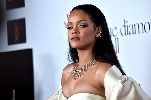 Rihanna Membidas Lawak Snapchat Perihal Keganasan Rumahtangga