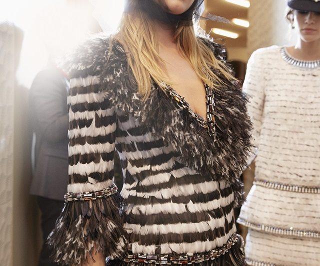 Look 84 Koleksi Métiers d'Art 2017/18 Chanel Menampilkan Magis Karl Lagerfeld