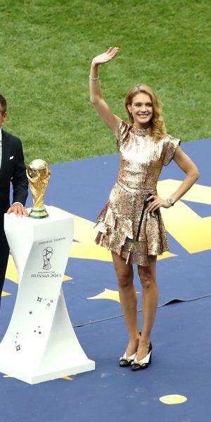 Natalia Vodianova, Face of World Cup, Memegun Orang Ramai di Moscow