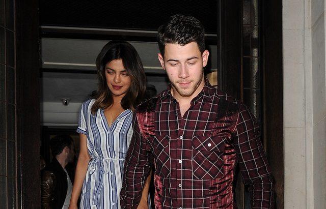 Priyanka Chopra & Nick Jonas Bertunang Selepas Dua Bulan Bersama!