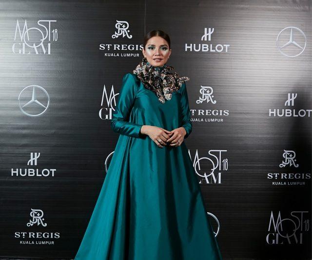Selebriti Best Dressed Malam Surrealist Most GLAM 2018