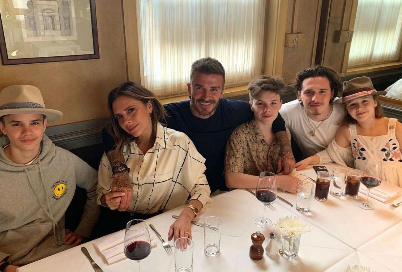 Attention Working Mums! Rujuk Stail Victoria Beckham Untuk Musim Perayaan Kali Ini, Biarpun Sibuk Dengan Keluarga