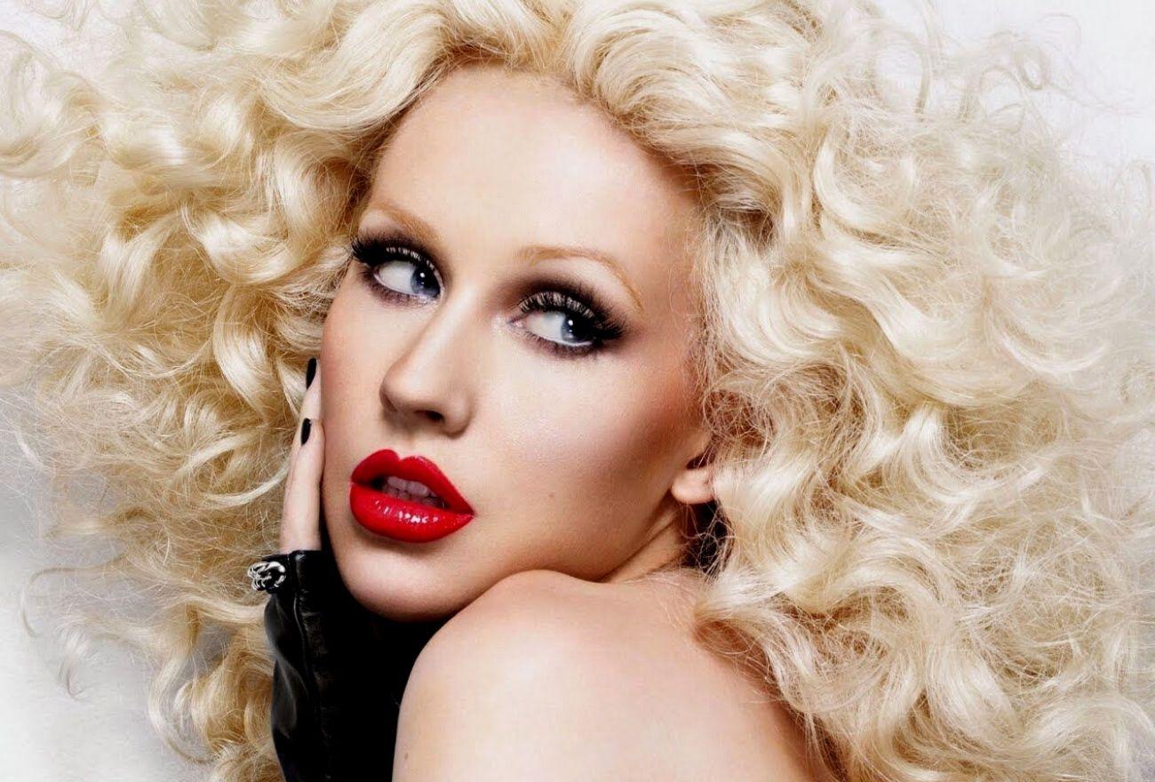 Christina Aguilera Akui Berasa Benci Melihat Tubuh Sendiri