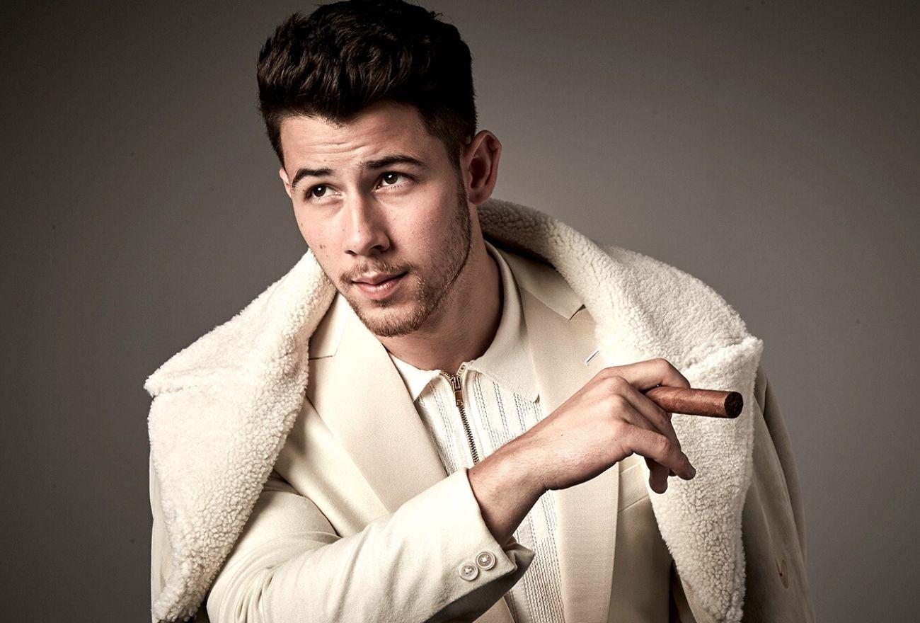 Cedera Di Set Penggambaran, Nick Jonas Dikejarkan Ke Hospital