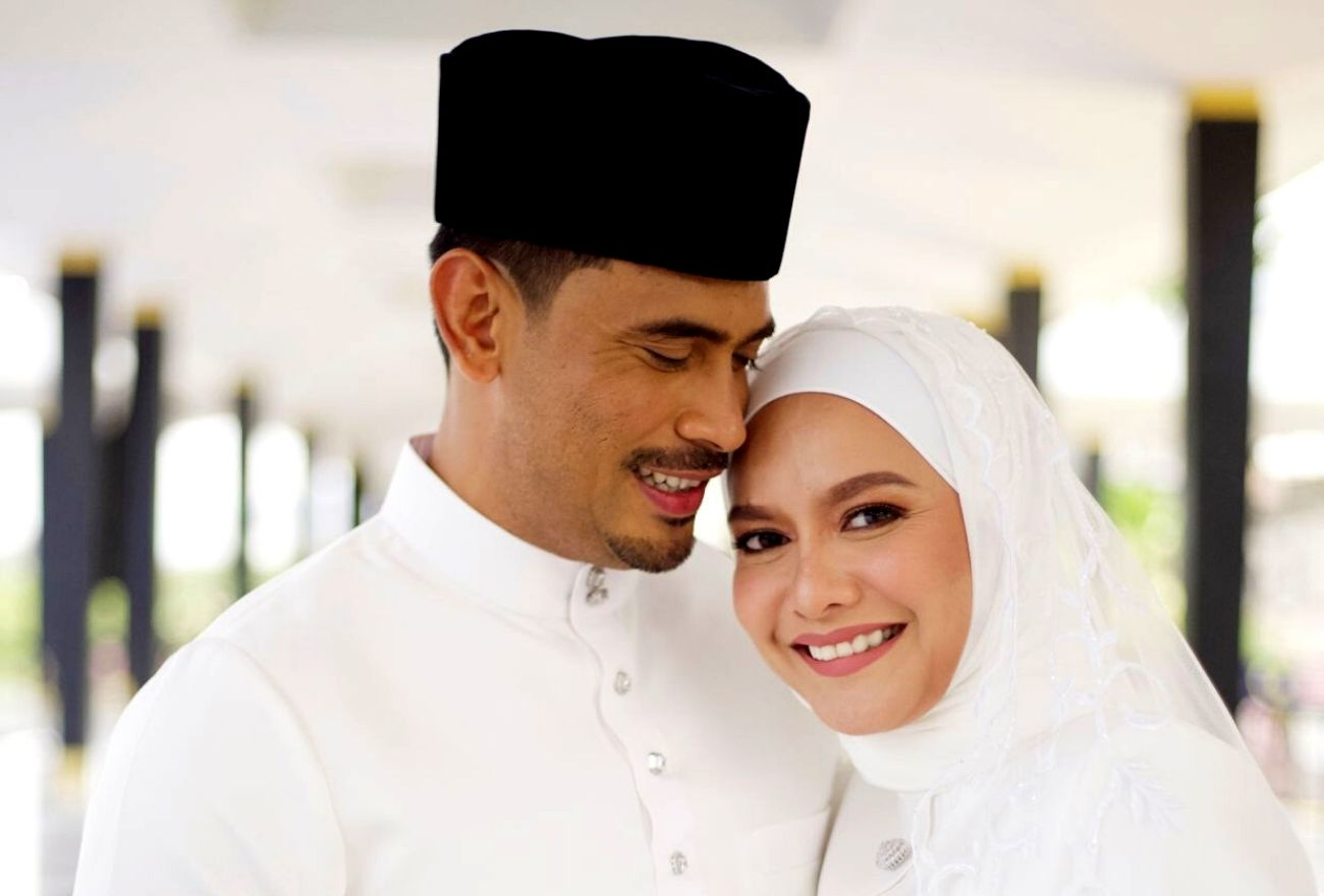 Bingkisan Kuning Istimewa Dari Istana Negara Buat Remy Ishak & Isteri