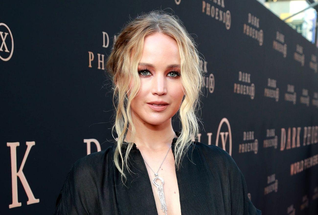 Jennifer Lawrence Tayang Baby Bump Buat Kali Pertama