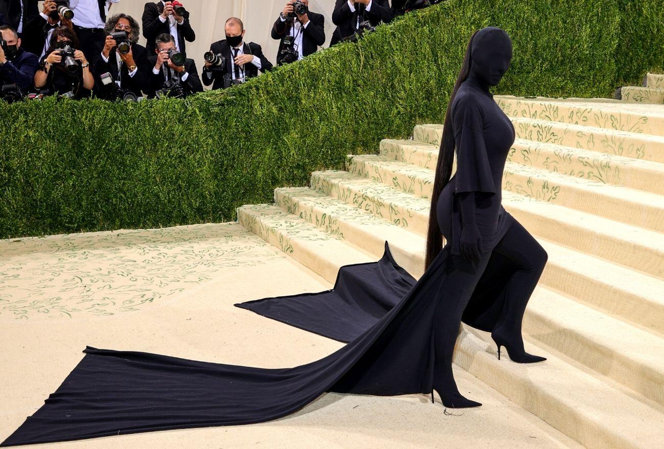 Berapa Kos Ponytail 75 Inci Yang Digayakan Kim Kardashian Ke Met Gala 2021?