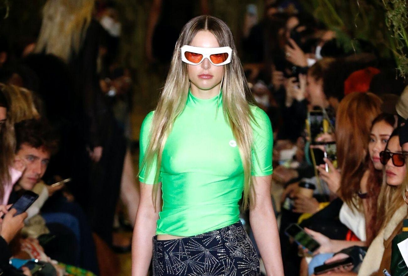 Puteri Bongsu Steve Jobs, Eve Buat Kemunculan Pertama Di Pentas Minggu Fesyen Paris